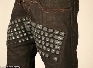 Παντελόνι με ενσωματωμένο πληκτρολόγιο!!