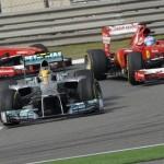 Ο Hamilton δέχεται επίθεση από Alonso και Massa ταυτόχρονα!