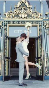 Γιατί οι νέοι απομακρύνονται από τον θρησκευτικό γάμο;