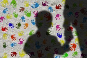 Γιατί τα παιδιά, από 2 χρονών, αρχίζουν και χτυπούν άλλα παιδιά; Πως θα το αντιμετωπίσουμε;