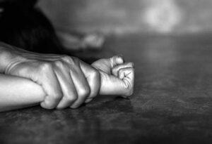 Βιασμός: Τελικά ευθύνεται η κοντή φούστα;
