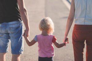 Πόσο μας επηρεάζει η ερώτηση που κάνουν οι άλλοι στο παιδί μας «ποιον αγαπάς πιο πολύ την μαμά ή τον μπαμπά;»